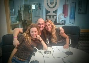 Nuestros presentadores Ana Sierra y Luis Duro con su divertida invitada, María José Magallanes,  presentadora de MiamiTv